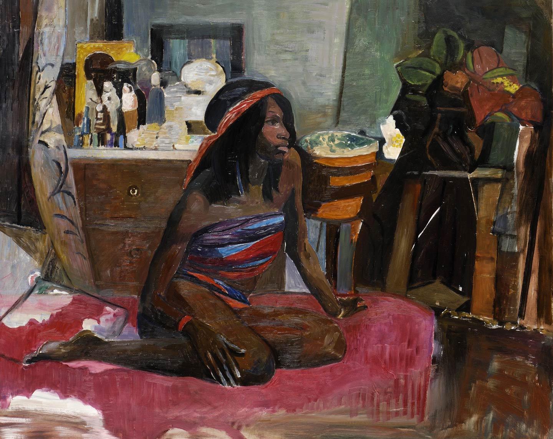 Donna seduta su letto rosso